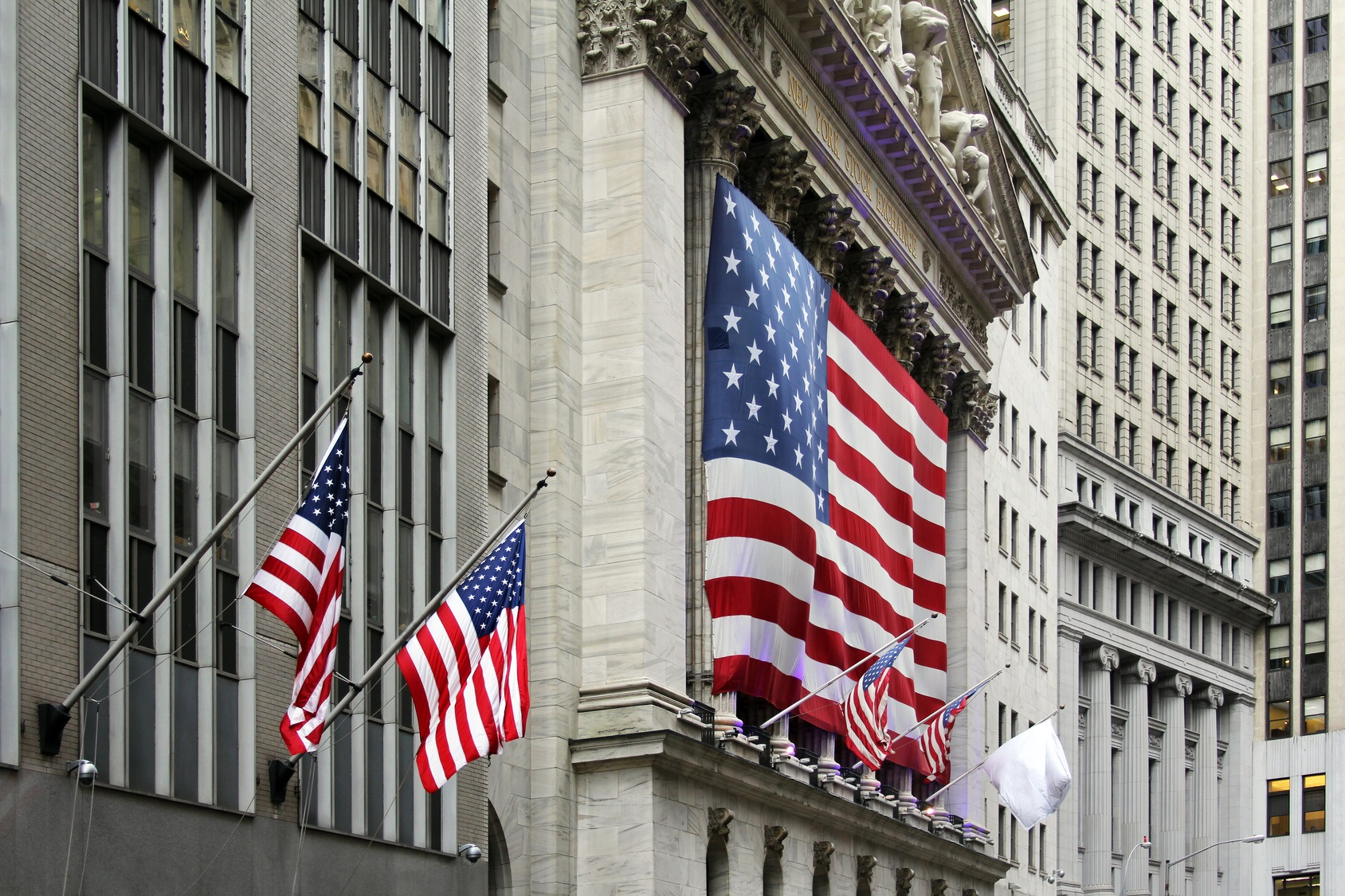 Front of NYSE with flags